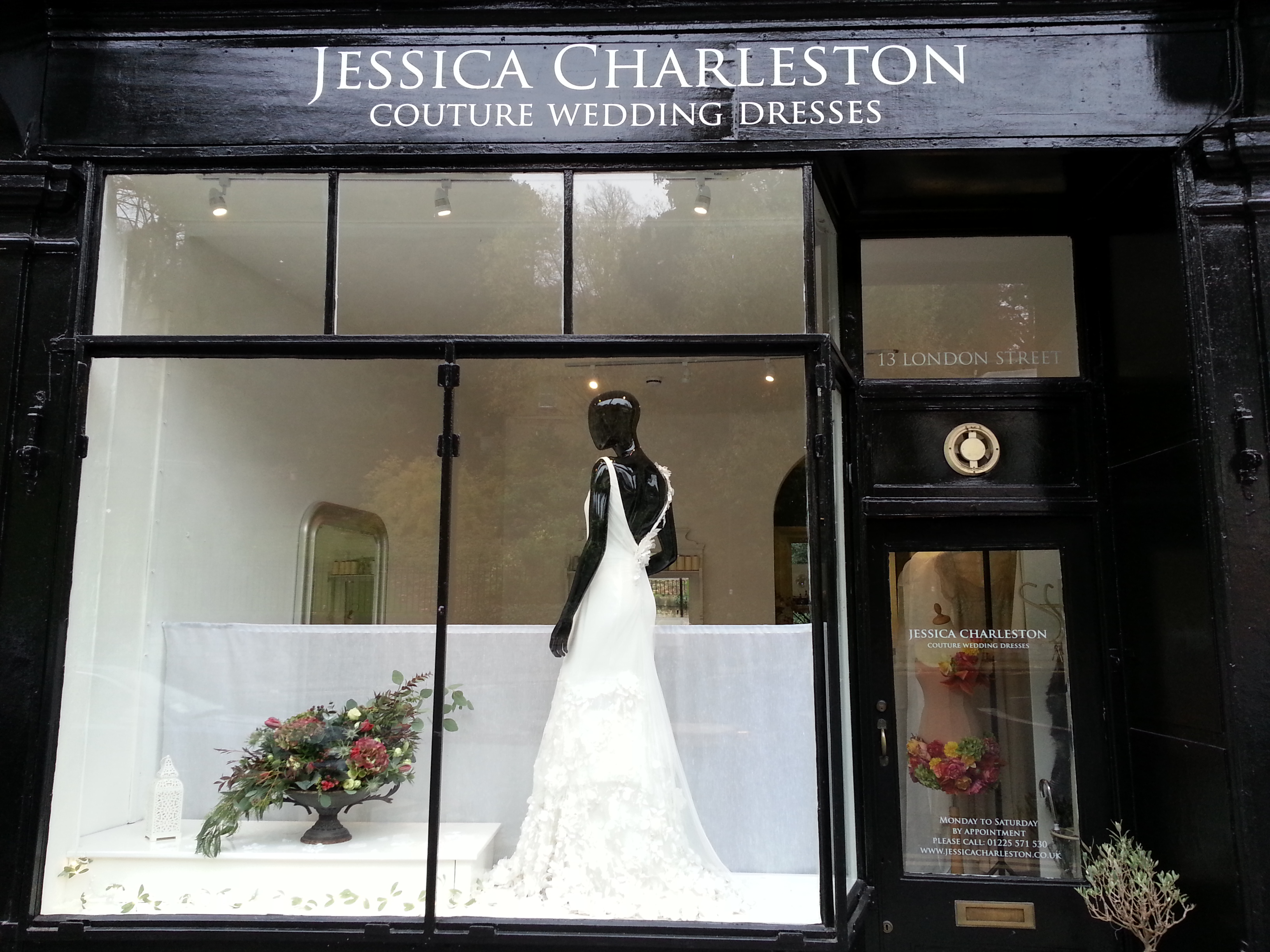 Category wedding dress shops and boutiques jessica for Shop online wedding dresses